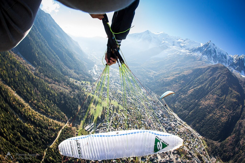 Tim Alongi, professionnal freestyle paragliding pilot is perfoming a twisted infinit in Chamonix, France