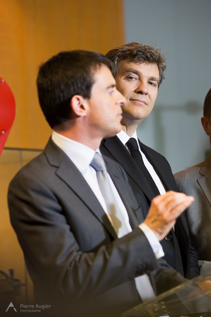 "On the 12th of may 2014, French PM Manuel VALLS and economy minister Arnaud MONTEBOURG visited Staubli's factory in Faverges - Savoie - France, concerning ""factory of future"" project and giveaway two medals to workers."