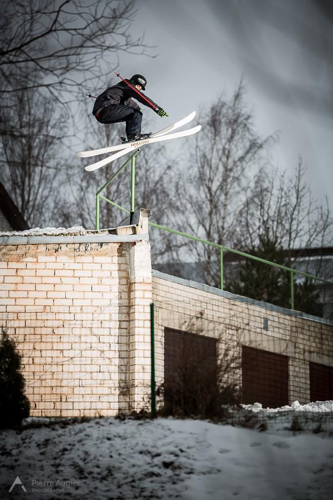 _M3_6865-dan hanka, estonia, estonie, freeski, freestyle, garage, rail to drop, ski, skiing, street, urbain, viljandi
